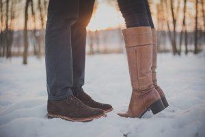 Küssendes Paar Füße